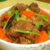 胡萝卜炖牛筋
