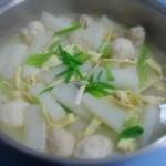 浓汤萝卜煮丸子