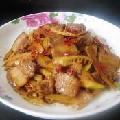 五花肉炒春笋
