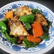 青椒胡萝卜炒鲳鱼