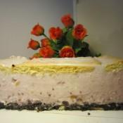 樱桃草莓慕斯蛋糕