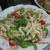 青红椒炒豆腐皮