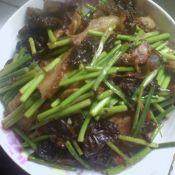 蒜苔木耳熬锅肉