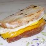 鸡蛋芒果三明治