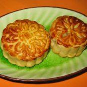 蛋黄白莲蓉月饼