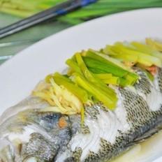 葱姜蒸鲈鱼