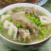 盐水鸭架子莲藕毛豆汤