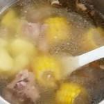 玉米土豆排骨汤
