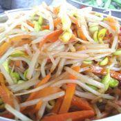 豆芽炒胡萝卜丝