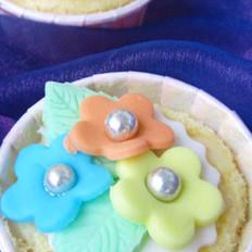翻糖小花纸杯蛋糕