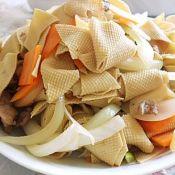 洋葱炒干豆腐胡萝卜