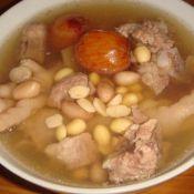 花生黄豆鸡爪骨头汤