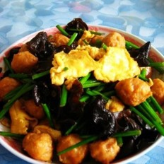 韭苔鸡蛋炒肉丸
