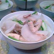 猪骨鱿鱼萝卜汤