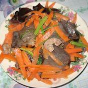 黑木耳炒芹菜胡萝卜