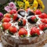 草莓装饰蛋糕