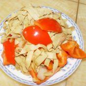 红椒炒豆腐皮