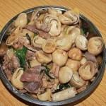 鸡杂炒草菇