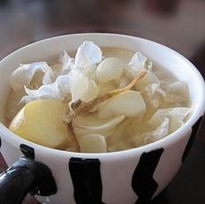 冰糖煲鲜百合雪耳糖水
