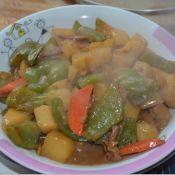 青椒胡萝卜炖土豆