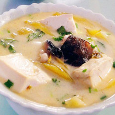 酸菜鱼头炖豆腐的做法