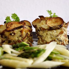 碱面包和蘑菇烤派