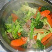 西兰花胡萝卜炒肉片