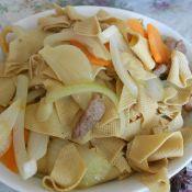干豆腐炒肉片圆葱