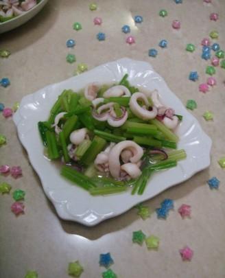 芹菜炒鱿鱼的做法