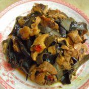 黑木耳香菇炒鸡肉