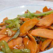 红萝卜炒尖椒