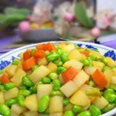 土豆胡萝卜丁炒毛豆