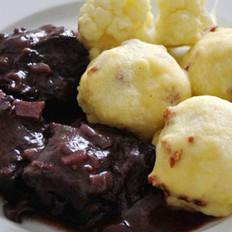 红酒醋焖牛肉与土豆泥丸子