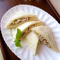 咸蛋金枪鱼三明治