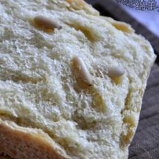 玉米松仁面包
