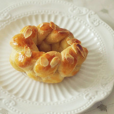 杏仁花环面包