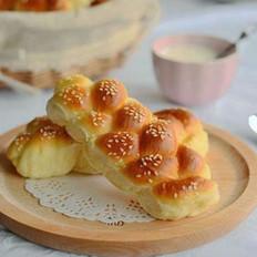 辫子牛奶小面包