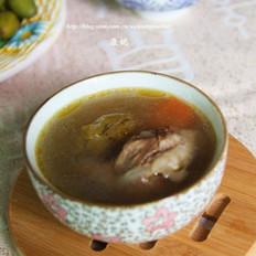 青橄榄红萝卜猪骨汤的做法