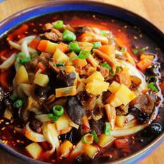 红油酸汤臊子面