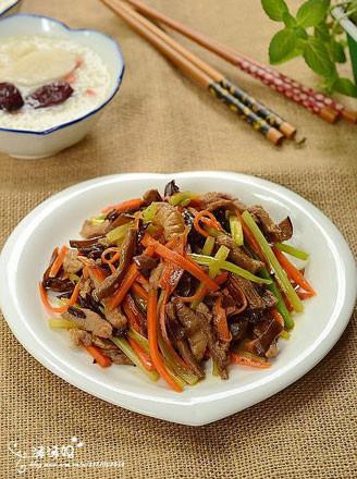 西芹胡萝卜肉丝的做法