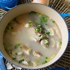 百合鲫鱼汤