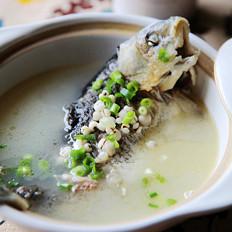 奶白薏米鲫鱼汤的做法