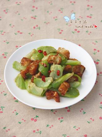 丝瓜炒油条的做法