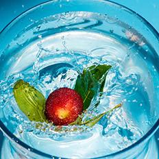 饮用纯净水会形成酸性体质?